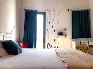 hostal-cling43-habitacio-estiu-1