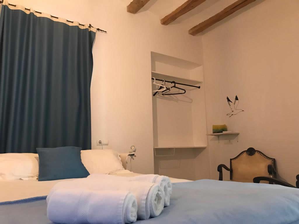 hostal-cling43-habitacio-la-faroleta-2