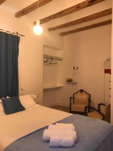 hostal-cling43-habitacio-la-faroleta-3